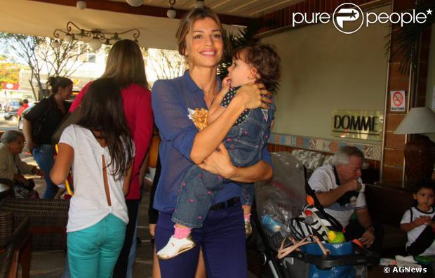 Grazi Massafera volta com a filha para o Brasil após temporada nos ... c2e1fb978c2d9