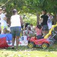 Recentemente, Juliana Knust levou o filho, Matheus, para um piquenique no parque Pomar na Barra da Tijuca, na zona oeste do Rio de Janeiro