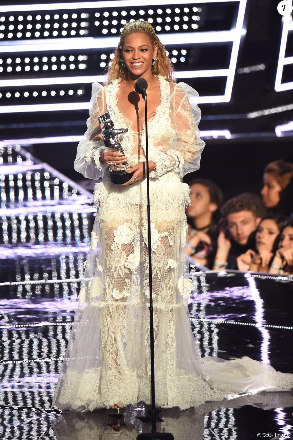 VMA 2016: Beyoncé levou para casa 8 troféus, incluindo o prêmio de melhor vídeo feminino e o do ano com o clipe 'Formation'