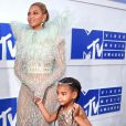 Blue Ivy, fruto do casamento de Beyoncé com o rapper Jay-Z, usou um vestido inspirado na realeza e ostentou uma tiara de diamantes, avaliada em R$250 mil e sapatos Giuseppe Zanotti