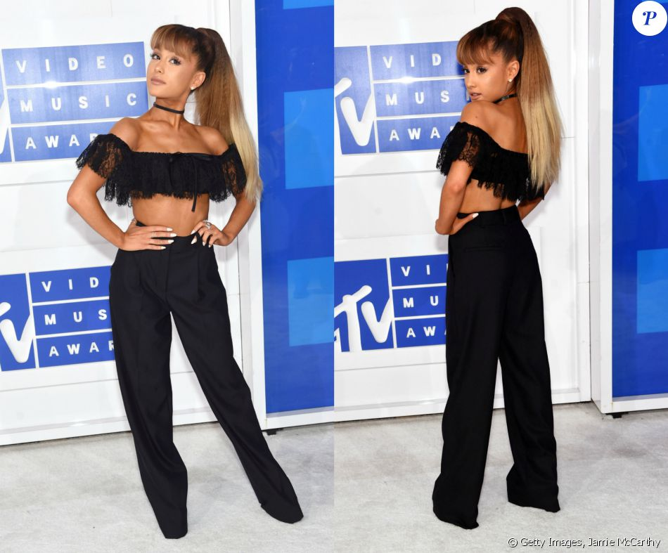 Diferente das demais artistas, que apostaram em vestidos curtinhos, Ariana Grande optou por um top cropped e calça de cintura de alta de Alexander Wang