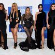 Normandi Kordei, Dinah Jane Hansen, Ally Brooke, Camila Cabello, Lauren Jauregui, as integrantes do Fifth Harmony apostaram um looks preto