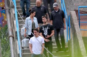 Joshua Bowman curte seu último no Rio visitando comunidade Dona Marta