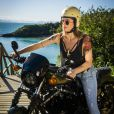 Leticia Spiller também aprendeu a andar de moto para a novela 'Sol Nascente'