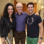 Débora Nascimento, José Loreto e mais atores prestigiam peça de Marcos Caruso