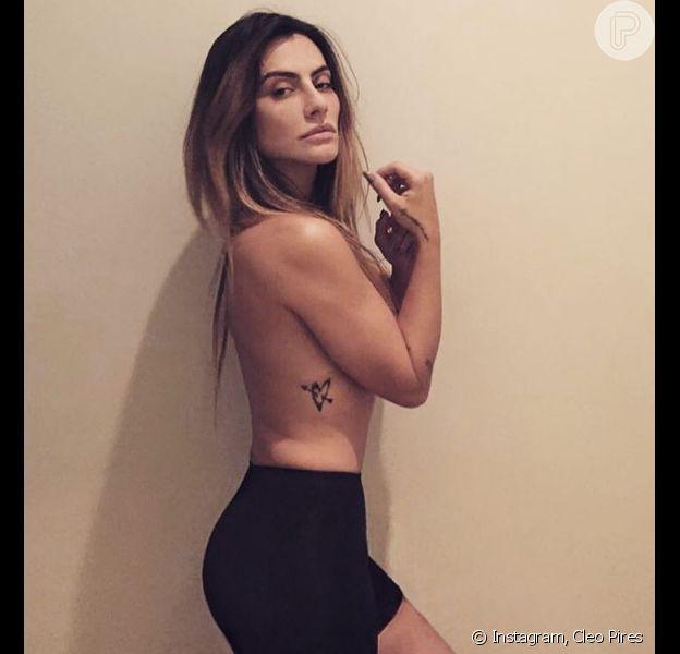 Cleo Pires é adepta do corset, peça que modela o corpo feminino e valoriza as curvas. Na imagem, o acessório dá mais volume ao bumbum
