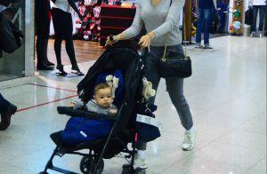 Filho de Sophie Charlotte rouba a cena ao embarcar com a mãe em aeroporto. Fotos