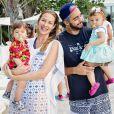 Luana Piovani postou uma foto em que aparece com Pedro Scooby e os filhos nesta sexta-feira, 2 de setembro de 2016