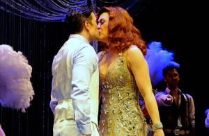 Claudia Raia beija Jarbas Homem de Mello no palco de 'Crazy for You', em SP