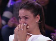 Isis Valverde chora com homenagem da família e amigos em programa na TV