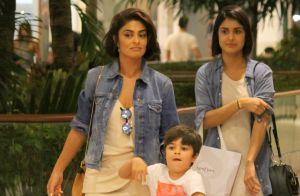 Juliana Paes anda em bichinho com filhos no shopping e leva o caçula no ombro