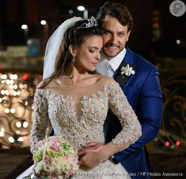 Ex-BBBs Kamilla Salgado e Eliéser Ambrósiose casaram neste domingo, 4 de setembro de 2016