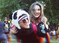 Sasha faz cavalinho em amigo durante festival de música eletrônica nos EUA
