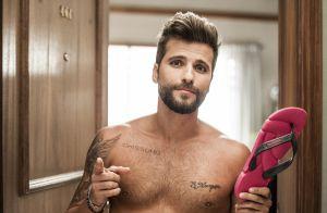 Bruno Gagliasso exibe tatuagem para a filha, Titi, em campanha. Fotos!