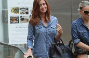 Marina Ruy Barbosa usa bolsa de R  15 mil e look total jeans em shopping.  Fotos! 64265ee110