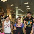 Wanessa Camargo conversa com fãs antes de embarcar
