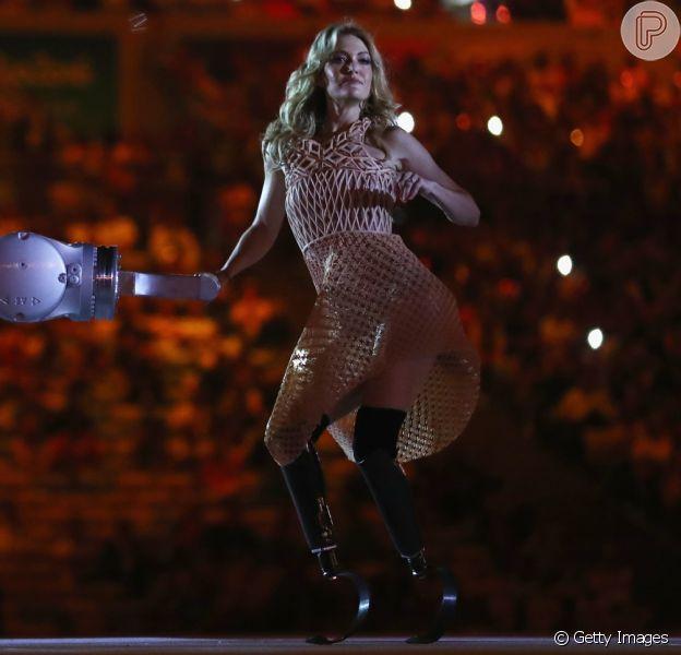 Amy Purdy conquistou o público com sua sensualidade e gingado ao dançar na cerimônia de abertura dos Jogos Paralímpicos Rio 2016