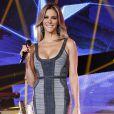 A apresentadora Fernanda Lima usou o hit da moda em um vestido tubinho no comando do 'SuperStar' e em dois tipos de lavagens, variando entre o azul escuro e o claro
