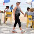 Giulia Gam aproveitou a tarde desta quinta-feira, 8 de setembro de 2016, para se exercitar na praia