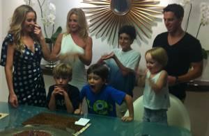 Danielle Winits comemora 40 anos em jantar com o namorado e os filhos
