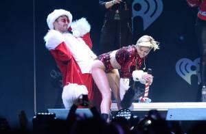 Miley Cyrus faz dança sensual com homem vestido de Papai Noel em show