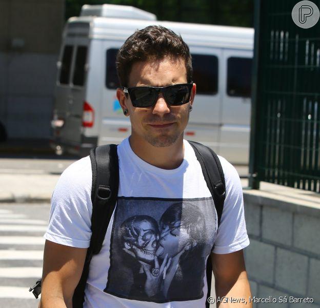 Nesta segunda-feira (9), Di Ferrero desembarca no aeroporto Santos Dumont, no Rio de Janeiro