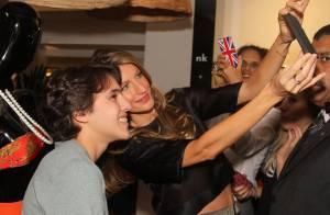 Gisele Bündchen causa alvoroço no lançamento de sua linha de lingerie em SP