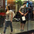 Lívian Aragão vai ao cinema com o namorado, Nicolas Prattes, no shopping Rio Design Barra, na Barra da Tijuca Zona Oeste do Rio de Janeiro, nesta quarta-feira, 11 de dezembro de 2013