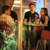 Luiza Valdetaro janta com o marido em restaurante japonês, no Rio de Janeiro