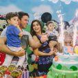 Juliana Paes comemora o aniversário de 3 anos de seu primogênito, Pedro, em sua casa, na Barra da Tijuca, Zona Oeste do Rio de Janeiro, no último domingo, 16 de dezembro de 2013, ao lado do marido, Carlos Eduardo Baptista, e do caçula, Antônio, de cinco meses