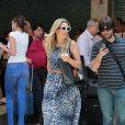 Flávia Alessandra usa bolsa da Givenhcy com a estampa do Bambi, que custa R$ 2400