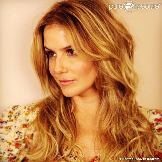 Deborah Secco falou sobre as mudanças no visual que teve que passar para as suas personagens. A atriz foi convidada do programa 'Altas Horas', da TV Globo, do dia 29 de dezembro de 2013