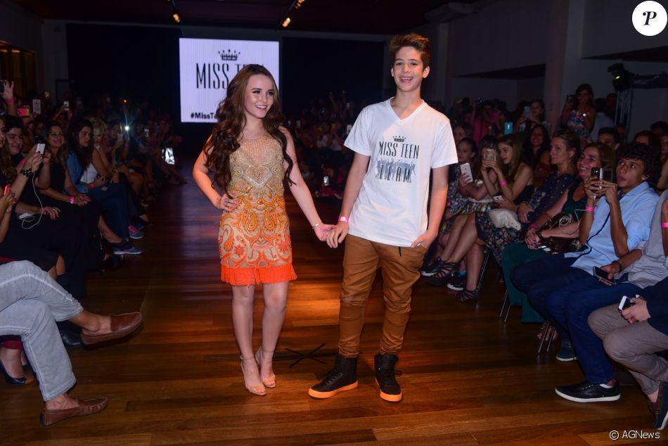 cd1ffe7c2a69a Larissa Manoela e João Guilherme desfilaram de mãos dadas no lançamento da  coleção de roupas da atriz para a loja Miss Teen