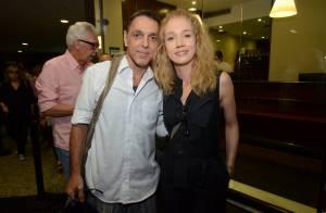 Guilherme Leme vai à estreia de peça após tratamento contra câncer de garganta