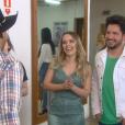 Inácio ( Eddie Coelho ) fica feliz ao encontrar a dupla sertaneja Thaeme e Thiago que, depois, concede uma enetrevista exclusiva à Juju (Maisa Silva) , na novela 'Carinha de Anjo'