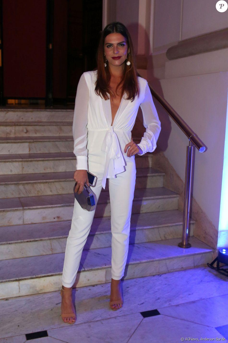 Mariana Goldfarb, namorada de Cauã Reymond, fala de estilo sexy: 'Amo decotes'