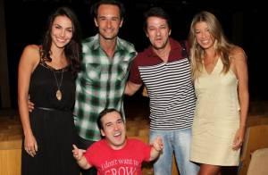 Rodrigo Santoro vai com a namorada, Mel Fronckowiak, ao teatro no Rio