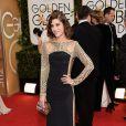 Lizzy Caplan usou um vestido da grife Emilio Puccino Globo de Ouro 2014