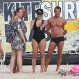 Malvino Salvador e Kyra Gracie levaram a filha mais velha, Ayra, para curtir a praia da Barra da Tijuca, na Zona Oeste do Rio, neste domingo, 11 de dezembro de 2016