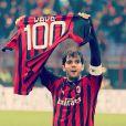 Na segunda-feira (6) Kaká postou uma foto em sua conta no Instagram comemorando o seu sucesso no clube. 'E o ano começa assim. 100 gols com essa camisa, ou melhor, já sao 101'