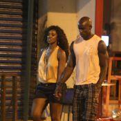 Cris Vianna troca carinhos com o namorado, Luiz Roque, em restaurante no Leblon