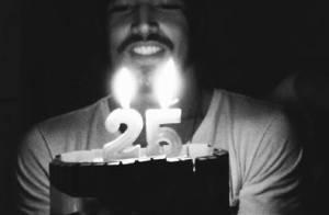 Caio Castro ganha bolo de aniversário em comemoração aos seus 25 anos