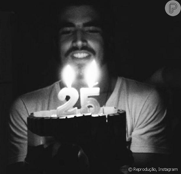 Caio Castro completa 25 anos de idade, em 22 de janeiro de 2014