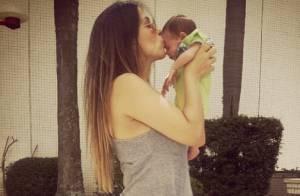 Juliana Despirito posta foto beijando sua filha com Henri Castelli: 'Vida!'