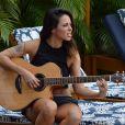 Após deixar banda Cheiro de Amor, Alinne Rosa lança carreira solo