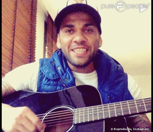 Neymar posta vídeo torcendo pela carreira solo de Alinne Rosa após cantora deixar a banda Cheiro de Amor