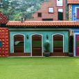 No 'BBB17',a fachada da casa traz um toque inovador, diferente do que já foi visto nos anos anteriores como a decoração com vilas coloridas inspiradas nas cidades de Minas Gerais e do Pelourinho, bairro popular de Salvador, Bahia