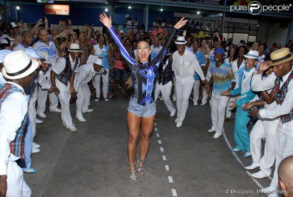 Sabrina Sato participa do ensaio da Unidos de Vila Isabel, da qual é rainha de bateria, em 1 de fevereiro de 2014