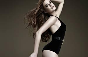 Marina Ruy Barbosa posa sensual e mostra boa forma em campanha de moda