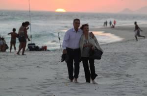 Natália do Vale e Herson Capri gravam cena romântica de 'Em Família' em praia